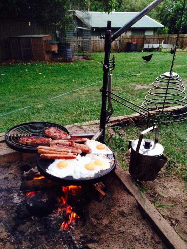 Swinging barbecue grill