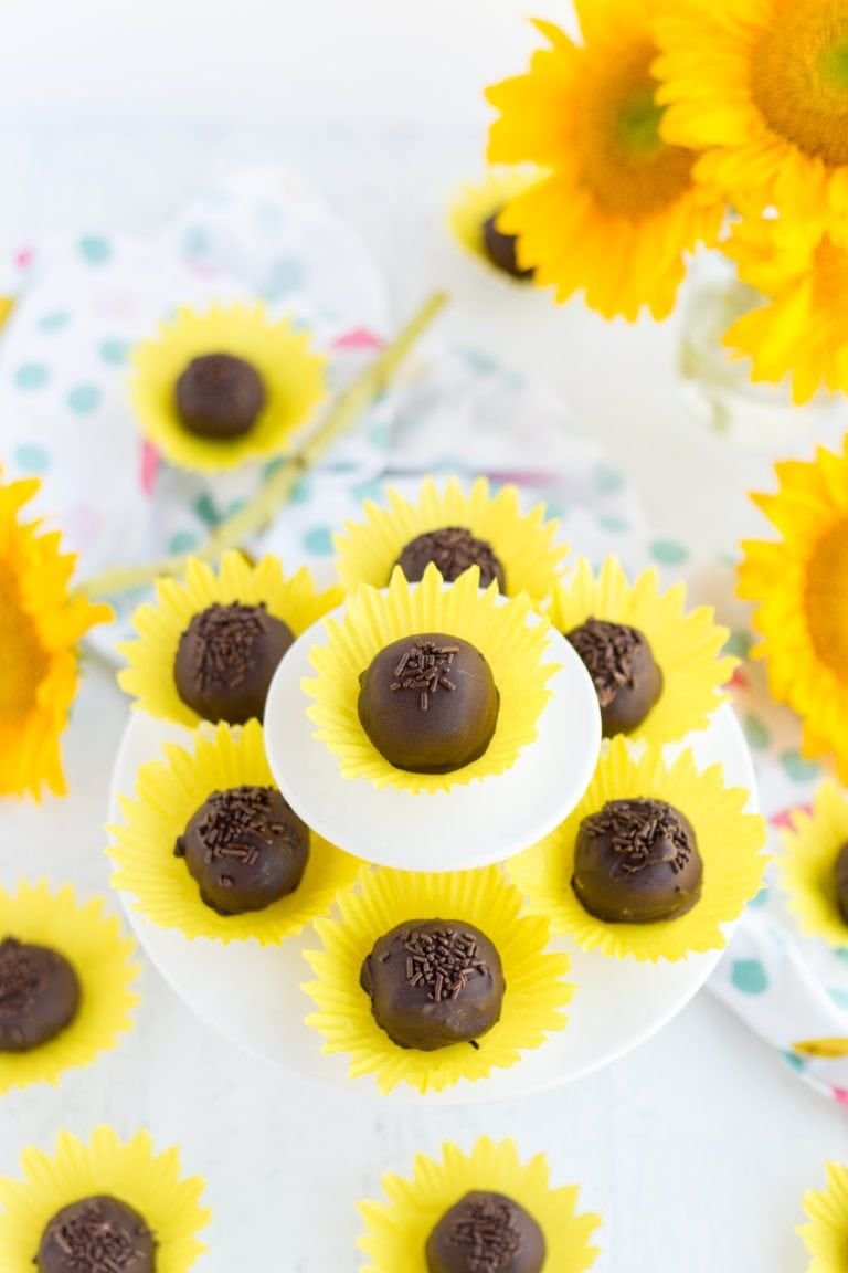 Sunflower Bon Bons - Made To Be A Momma #sunflowercupcakes