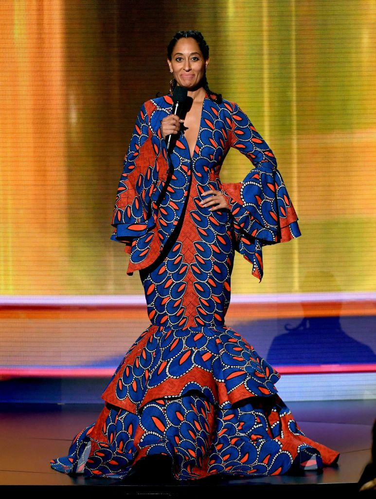 Tracee Ellis Ross Speaks Onstage During The 2018 American Music Mode Africaine Robe Longue Mode Africaine Robe Robe Africaine Avec Traine