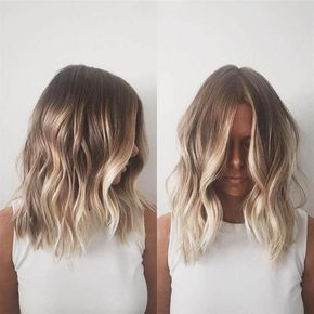 Summer Sun Kissed Hairstyle Shoulder Length Hair Parted In The Middle With Loose Waves Light Blon Brown Blonde Hair Short Hair Balayage Balayage Hair Blonde