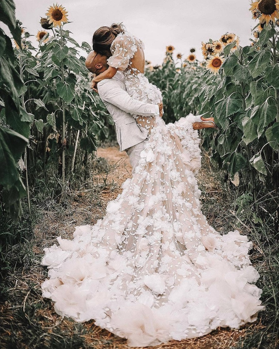 18 Of The Most Epic Dress Shots We Ve Seen This Year In 2020 Applique Wedding Dress Beautiful Wedding Dresses Wedding Dresses Lace