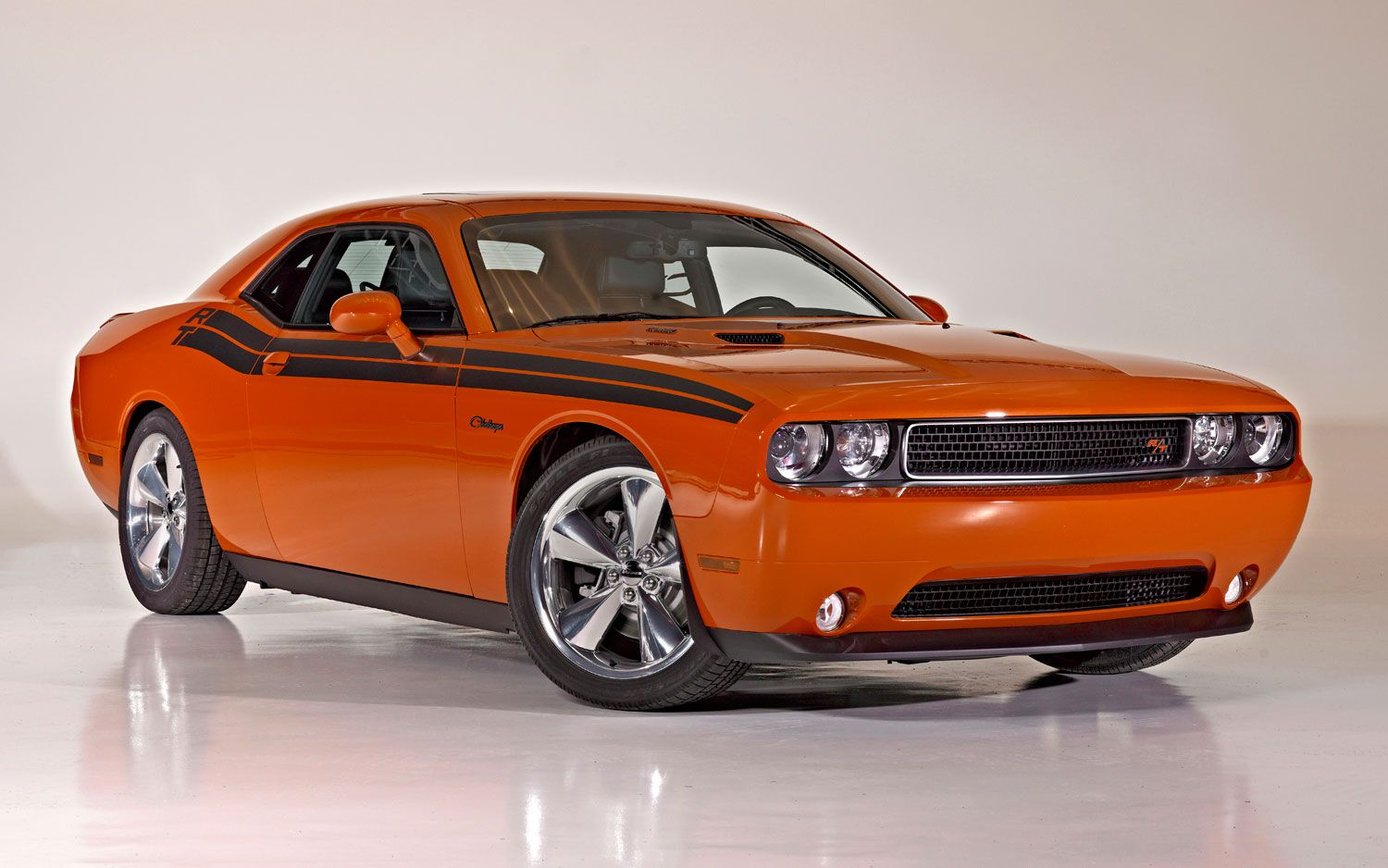 Dodge resurrects retro plum crazy hemi orange for 2013 challenger r t photo gallery