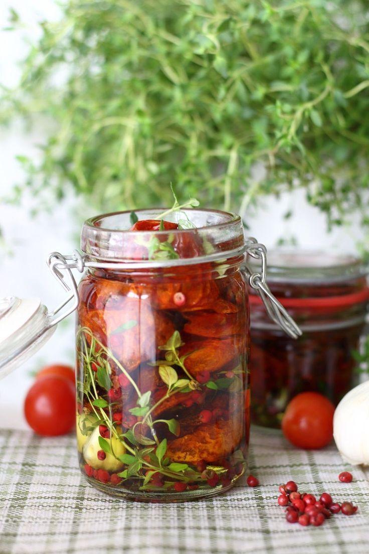 Eingelegte Getrocknete Tomaten Mit Thymian Rosa Pfeffer Getrocknete Tomaten Tomaten Einkochen Und Tomaten