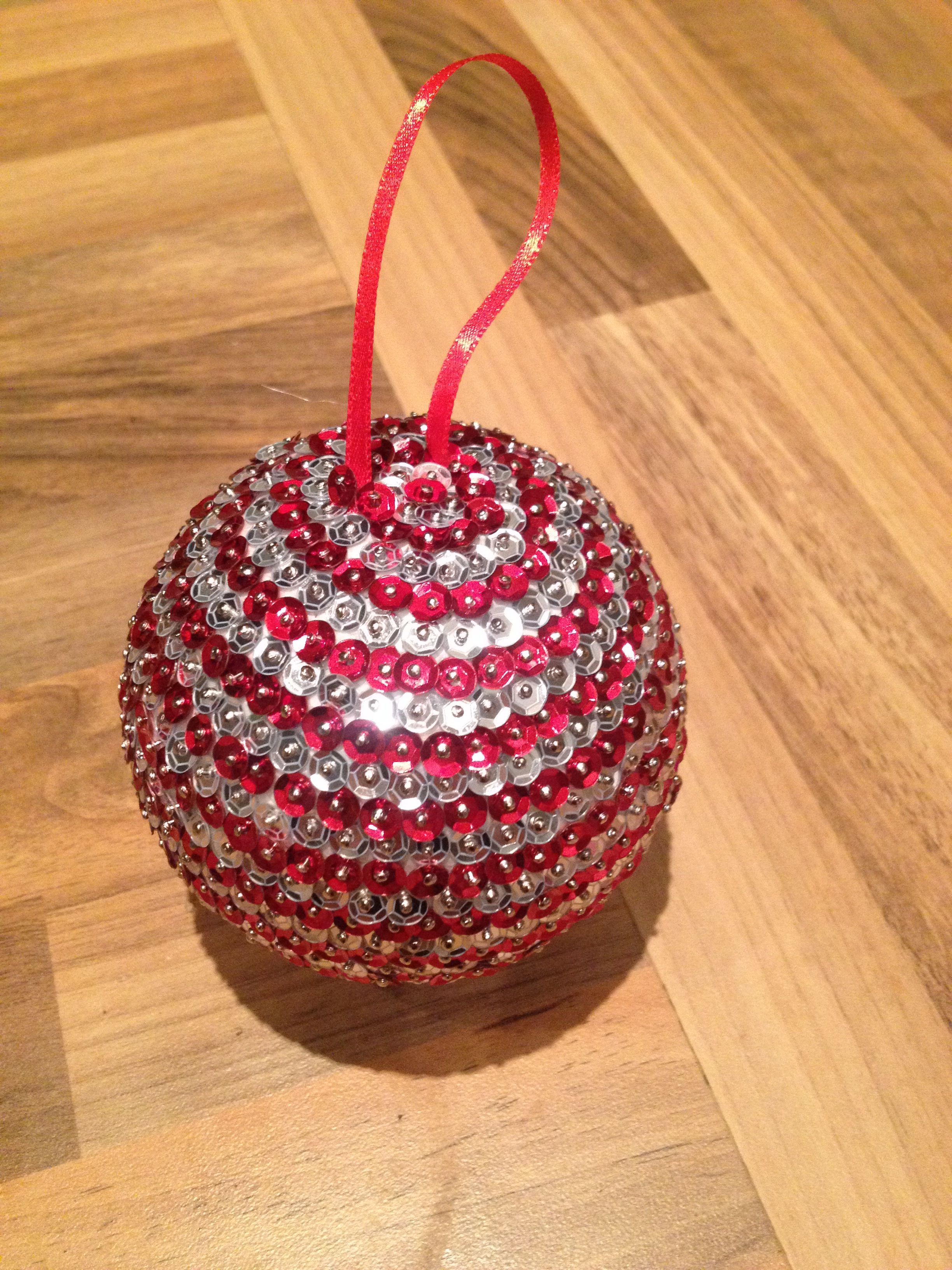 Sequin bauble baubles made with polystyrene balls - Mattress made of balls ...