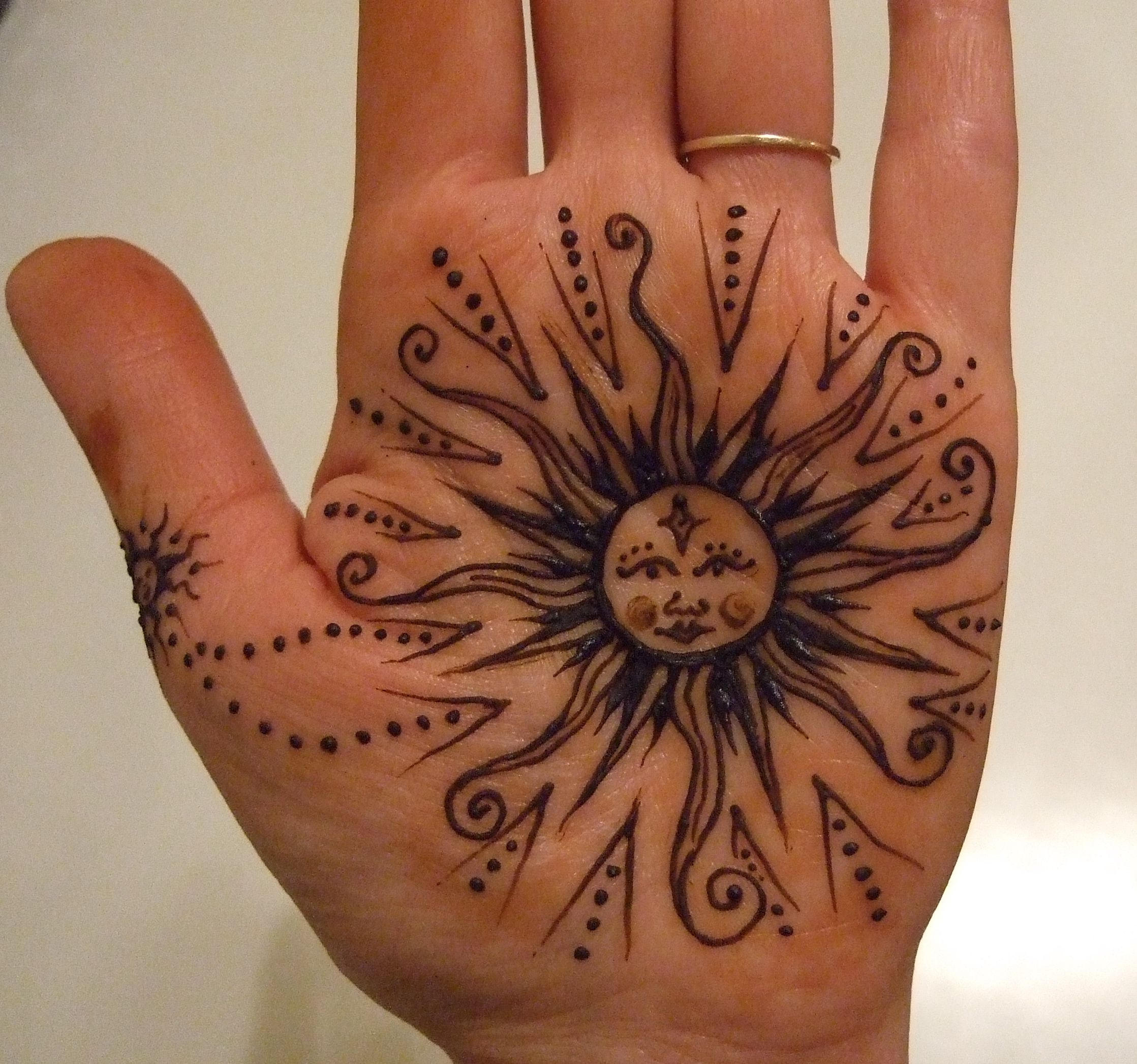 Simple Sun Henna Tattoo Designs: Fun-to-do, Easy Henna Tattoo Designs