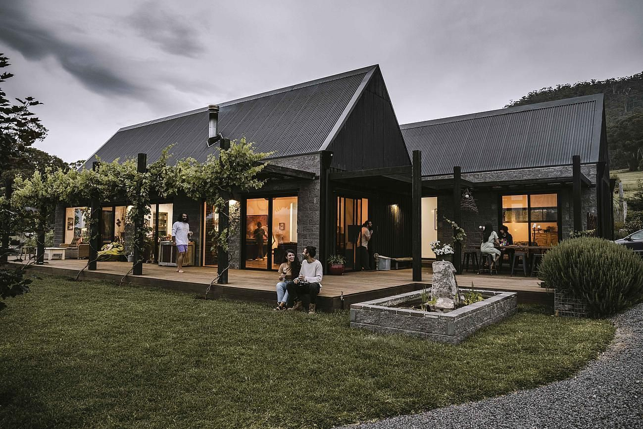 The Glut Farm - Luxury house for Rent in Raglan, Goldfields, VIC, AU | Riparide