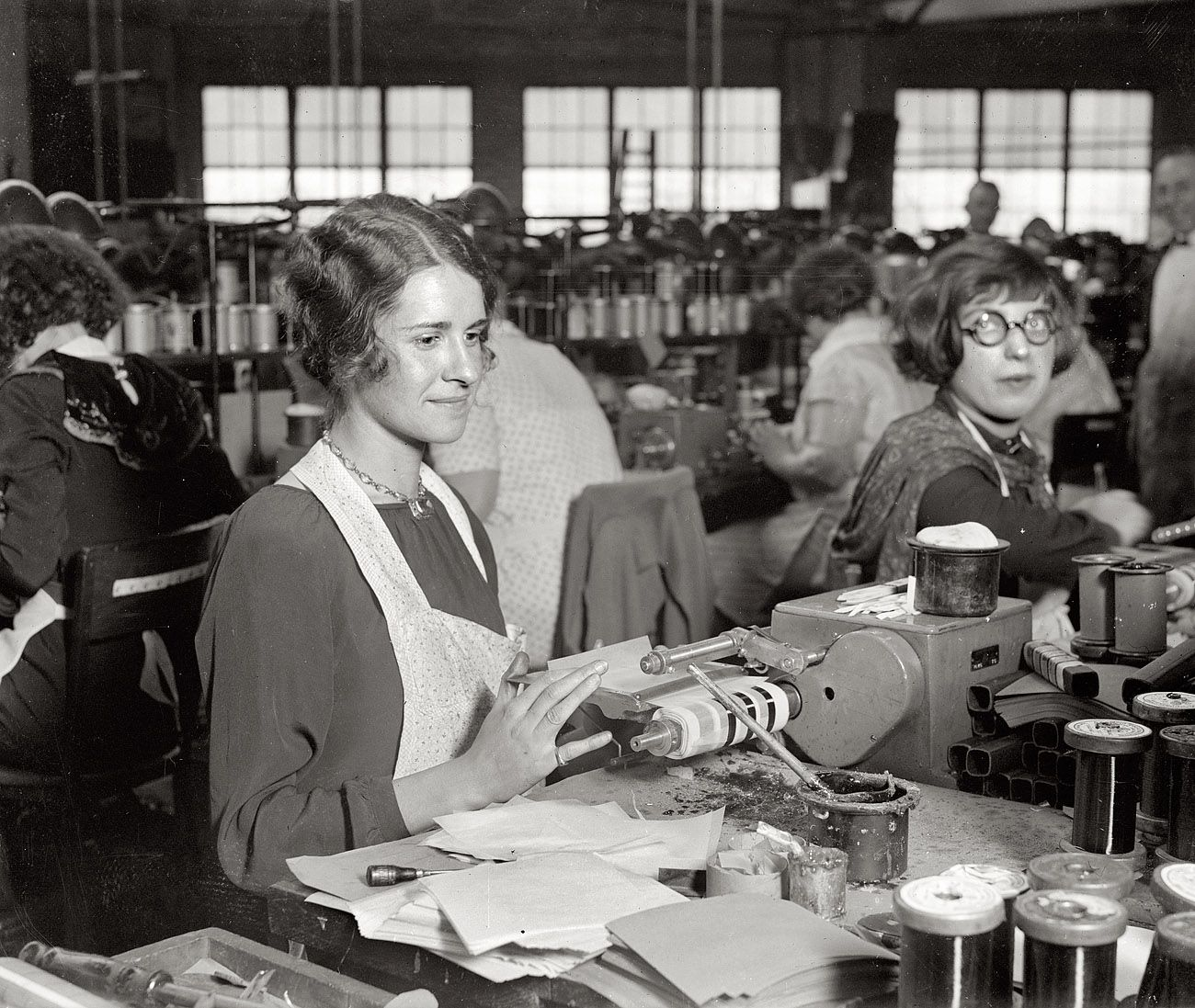 Workers at A. Atwater Kent's Philadelphia radio factory ...
