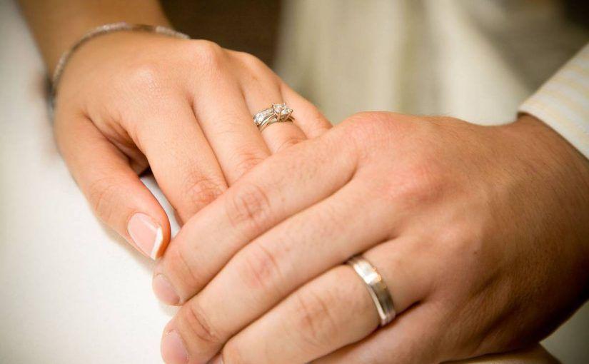 عبارات ترحيب بالضيوف في الزواج قصيرة موسوعة Wedding Ring Hand Wedding Rings Classic Wedding Rings