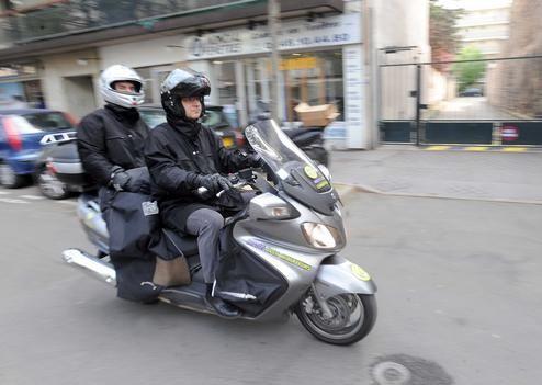 Citygold est une société de transport de personnes à moto qui propose à ses clients un service de déplacement sur moto avec chauffeur non-stop 24h/24 et 7j/7. La Moto Taxi est la solution appropriée pour éviter les embouteillages et les pertes de temps sur les trajets à Paris et région parisienne.