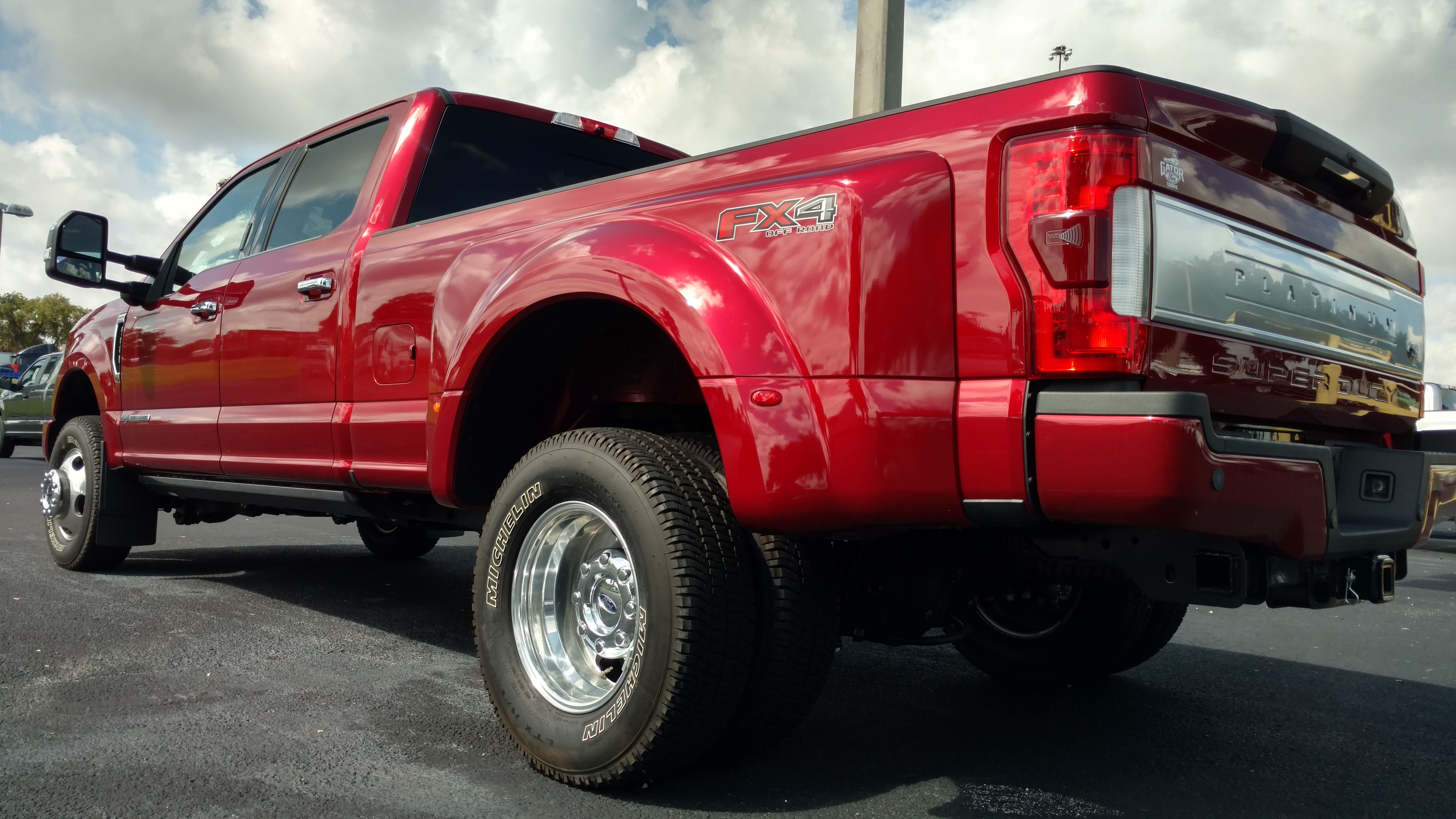 f 350 dually platinum in ruby red [ 5344 x 3006 Pixel ]
