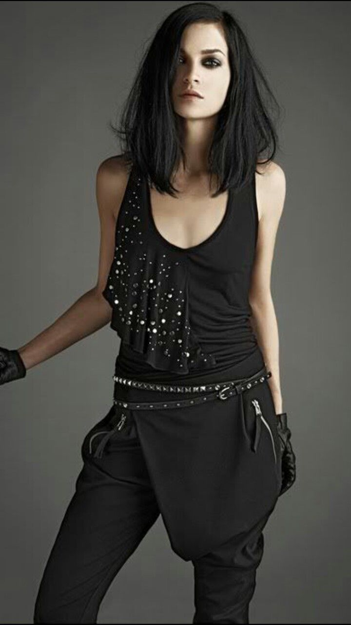 Pin By Tasia Fabulous On S T Y L E Black Hair Pale Skin