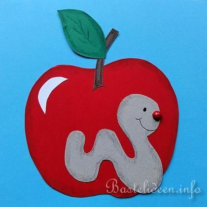 Herbstbasteln mit Kindern - Apfel und Wurm Fensterbild Apples - würmer in der küche