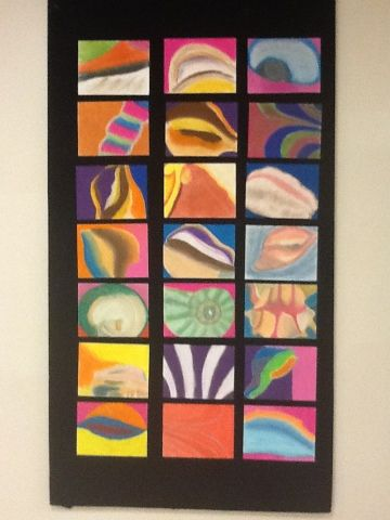 abstract, stukje van een schelp in pastelkrijt.