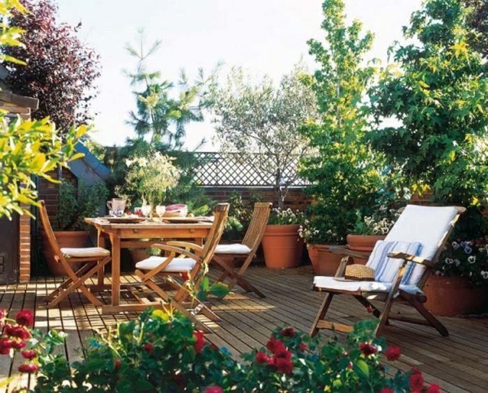 Terrazas con encanto terraza con suelo tarima mesa y - Tarima para terraza ...