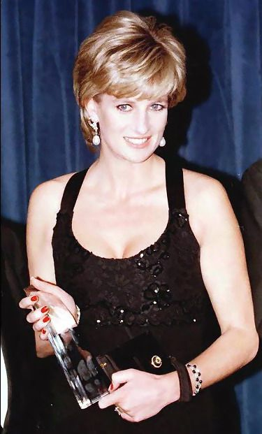 Princess Diana In New York To Receive Her Award As Humanitarian Of The Year From Henry Kissinger At A United Cerebral Palsy Dinner.11 Dec 1995 .