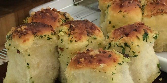 Pão de Alho Formato bolinha, perfeito para acompanhar o churrasco.