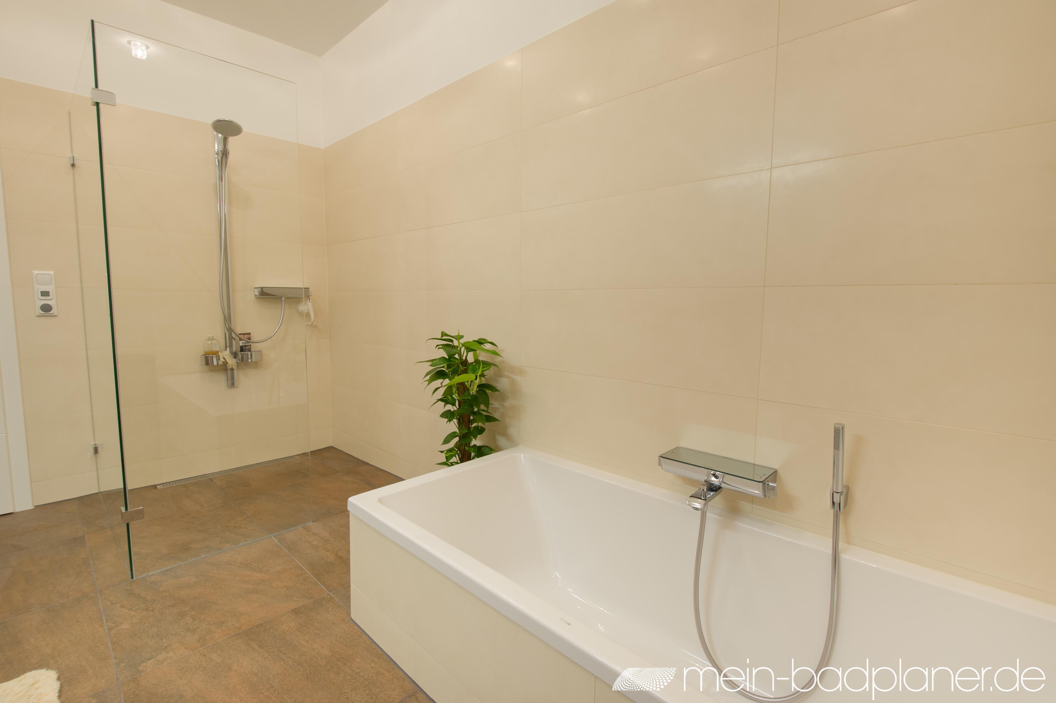 bad mit rahmenloser walk-in duschkabine aus glas | duschen | pinterest, Hause ideen