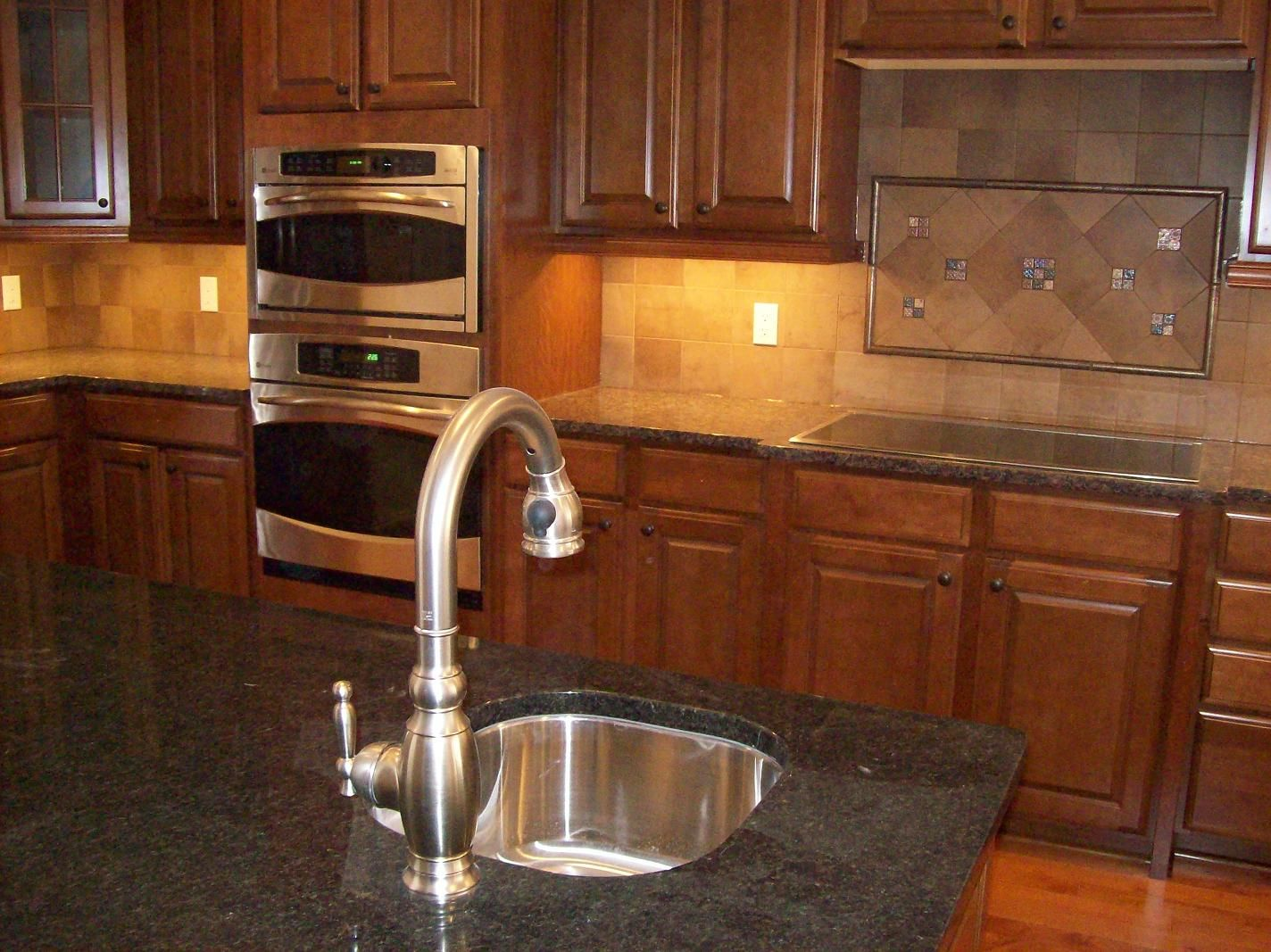 10 simple backsplash ideas for your kitchen backsplash for Kitchen without tiles