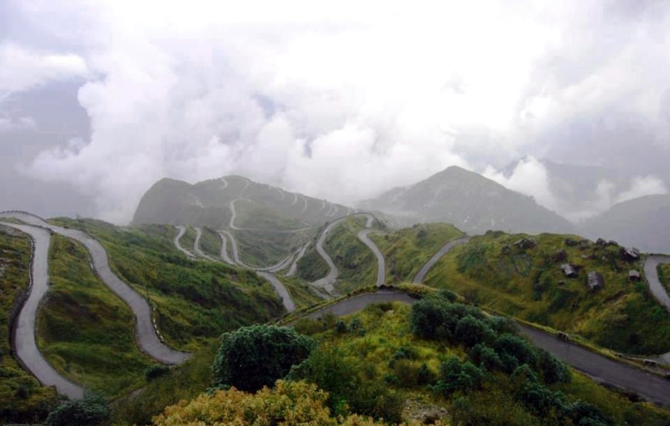 The twisting roads of Sikkim, India - via Moto-Mucci