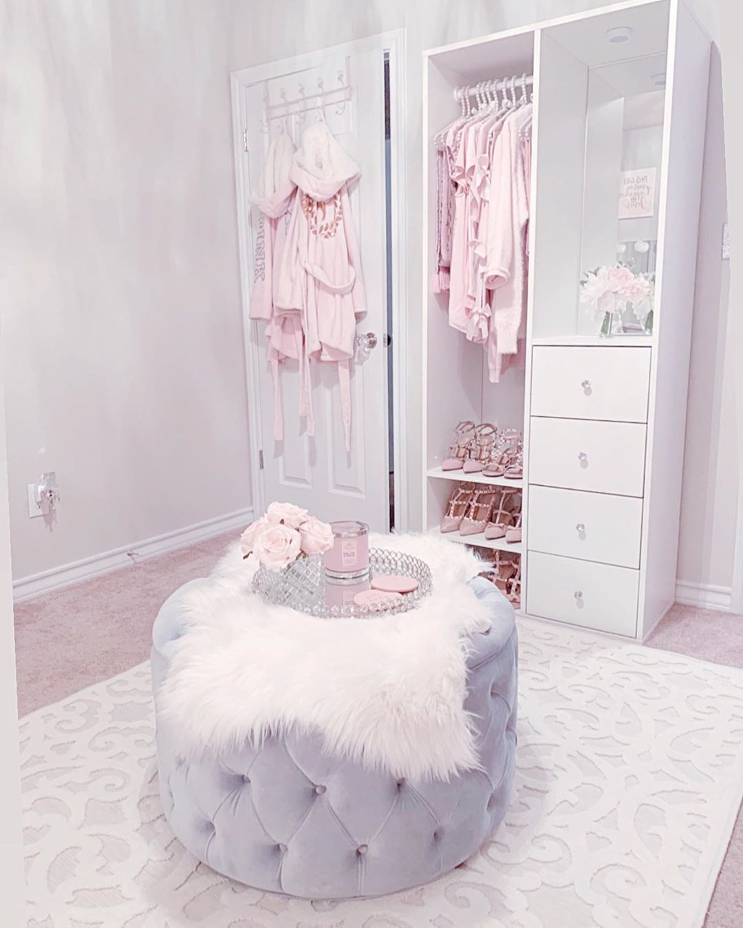 "Photo of ♡𝓍𝑜.𝐵𝓇𝑜𝑜𝓀𝓁𝓎𝓃♕'s Instagram profile post: ""🌸💗 Happy Pink Wednesday loves! Decided to switch out my pink ottoman in the middle to my gray one and I added one of my rugs from our…"""