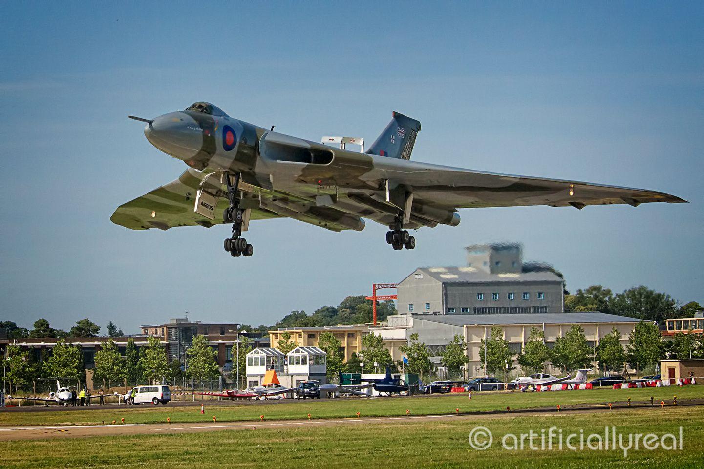 Avro Vulcan landing at Farnborough