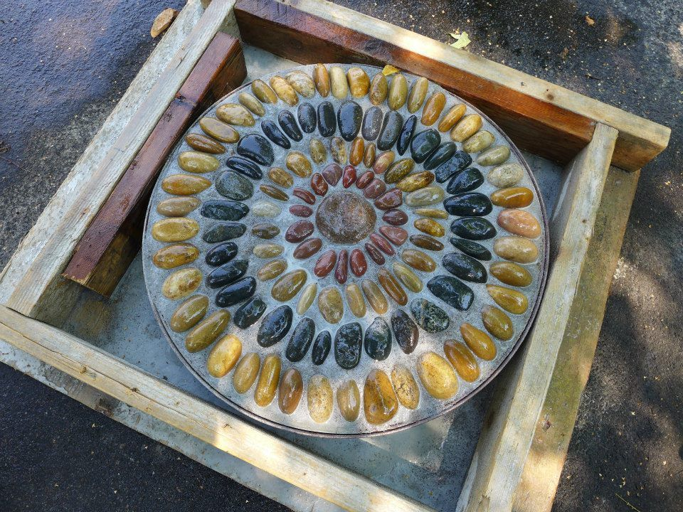 Gardens By Jeffrey Bale Pebble Mosaic Stepping Stone Porte Fenetre Fenetre