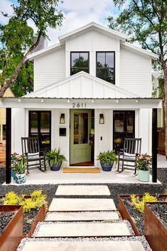 6 Essential Curb Appeal Ideas for Front Porches #frontporchideascurbappeal 6 Essential Curb Appeal Ideas for Front Porches #walkwaystofrontdoor