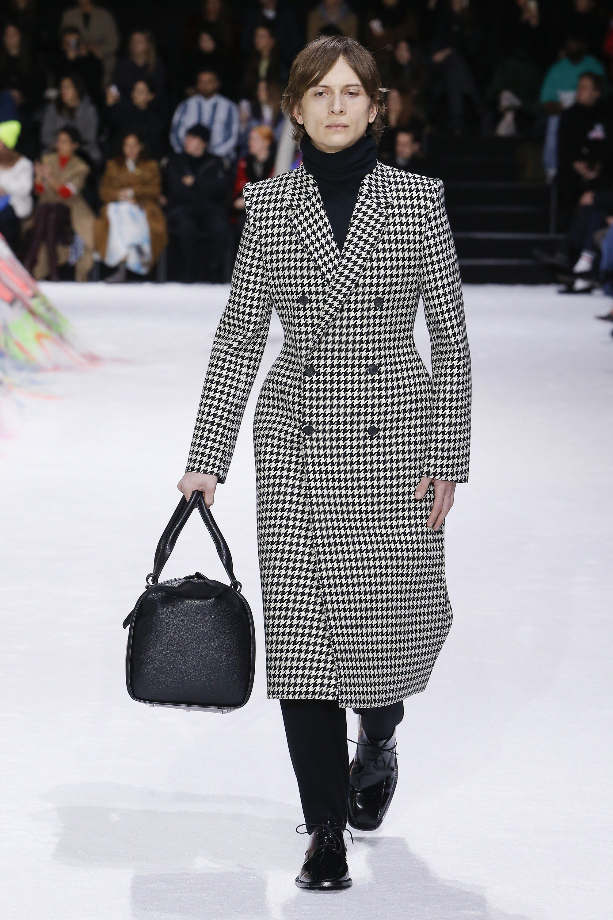 Balenciaga Fall 2018 Ready-to-Wear Fashion Show Collection  See the  complete Balenciaga Fall 2018 Ready-to-Wear collection. Look 16 6632d9c10