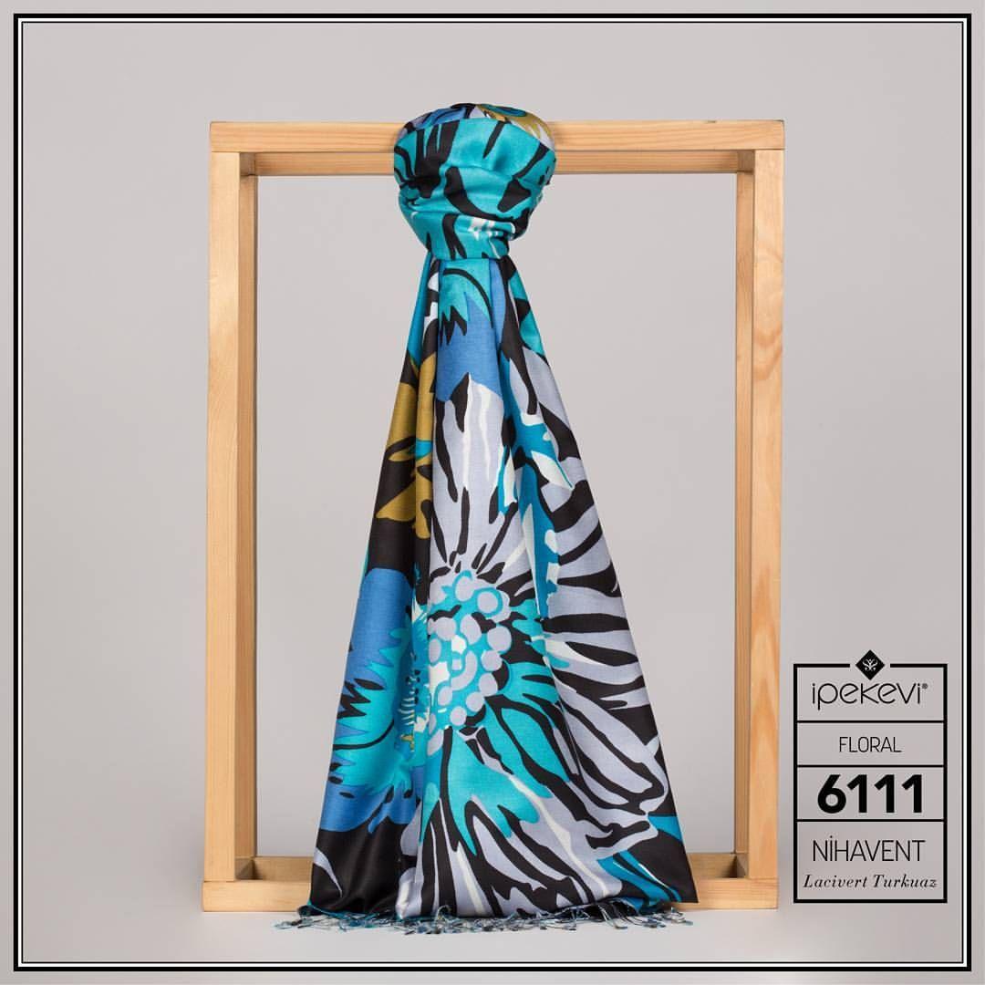 Düz ve minimalist kıyafetlerinize hareket katmak için çiçeklerin gücünden faydalanın. Ürün Kodu: 6111 Ürün Fiyatı: 200 TL