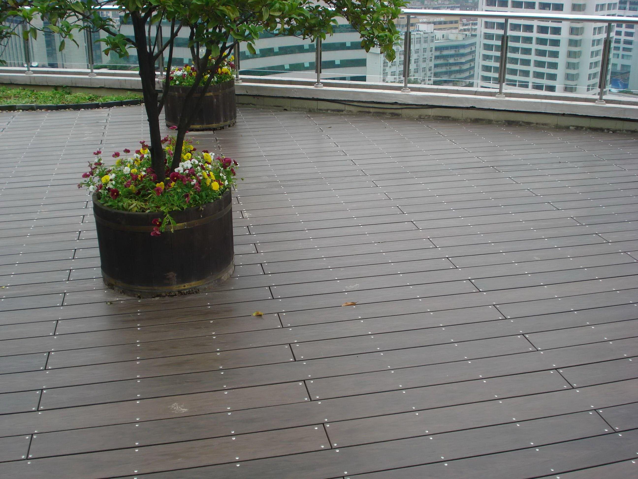 Cost Per Square Foot Of Composite Deck Outdoor Deck Wood Flooring Distributers In Uae Outside Waterproof Flo Outdoor Wood Decking Outdoor Flooring Outdoor Deck