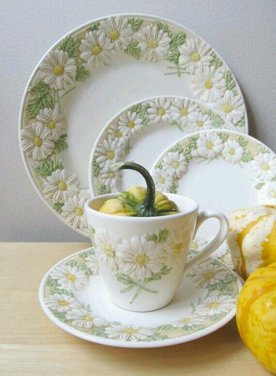 sculptured daisy dishes starter set poppytrail dishes by metlox pottery california & 6143b9ae7017e03eaf08b5fadbc5c526.jpg 570×776 pixels | Fresh as a ...