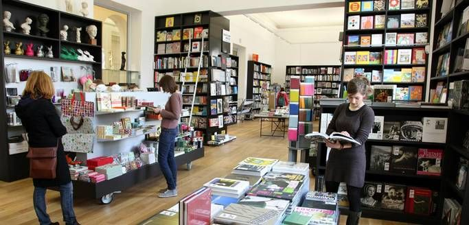 Buchhandlung Walther König - cafe mit buchladen innendesign bilder