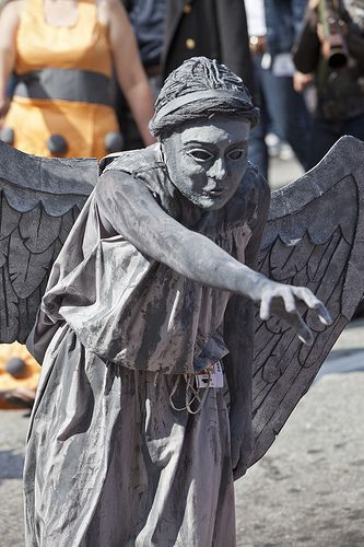 living statue Silver and Gray Decay * Pinterest Street art - halloween statues