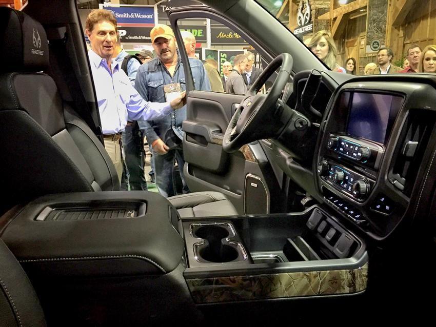 chevy realtree partner on new silverado realtree 2016 edition camo truck auto accessories. Black Bedroom Furniture Sets. Home Design Ideas