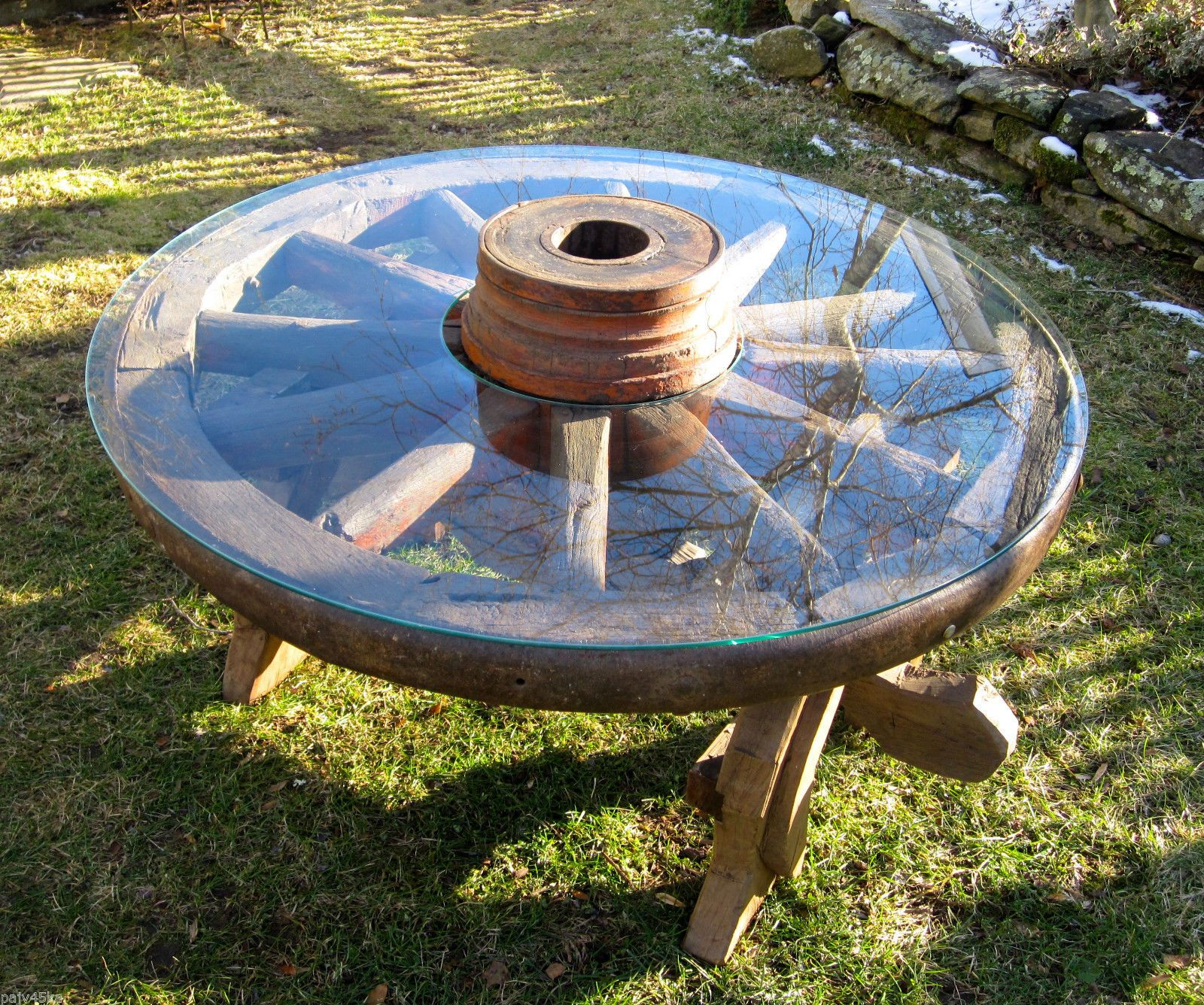 "Antique Wagon Wheel Coffee Table w 42"" Cut Out Glass Top Pre"