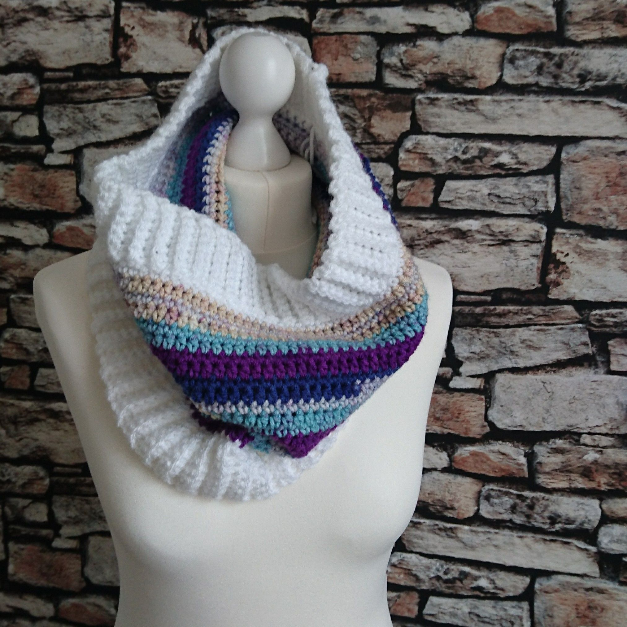FREE crochet pattern for the Day Dreamer Cowl - Warm cozy cowl for ...