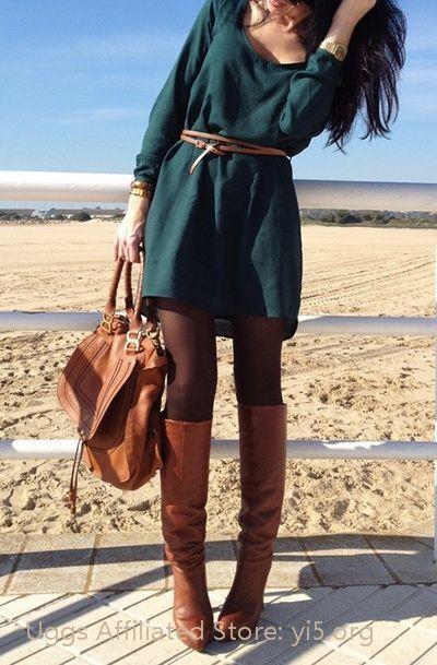 Vestido verde os curo y botas largas a conjunto con bolso  vestido  botas   bolso 9a2735bf83f