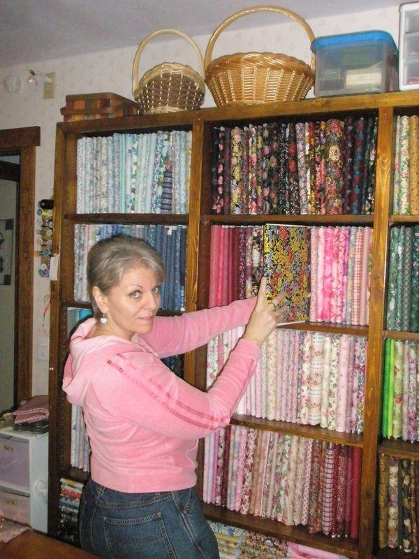 Alaskasunshine's fabric folding (organizing your quilt room)