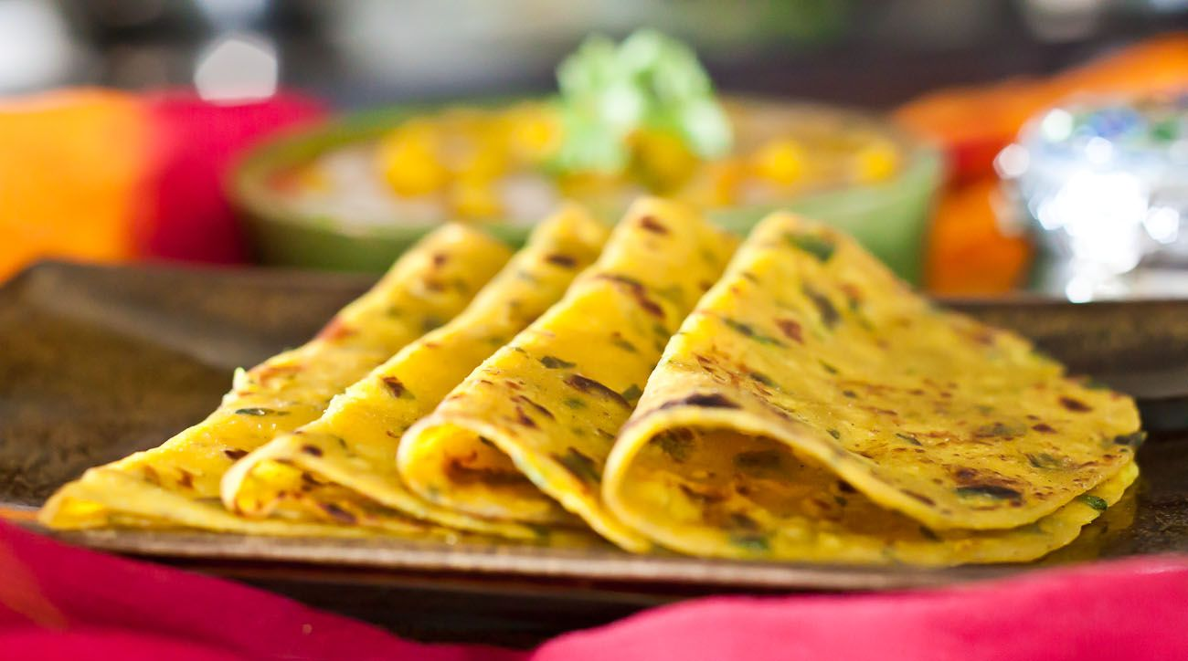 Gujarati methi thepla spiced indian flat bread with fenugreek gujarati methi thepla spiced indian flat bread with fenugreek leaves ricetta forumfinder Choice Image