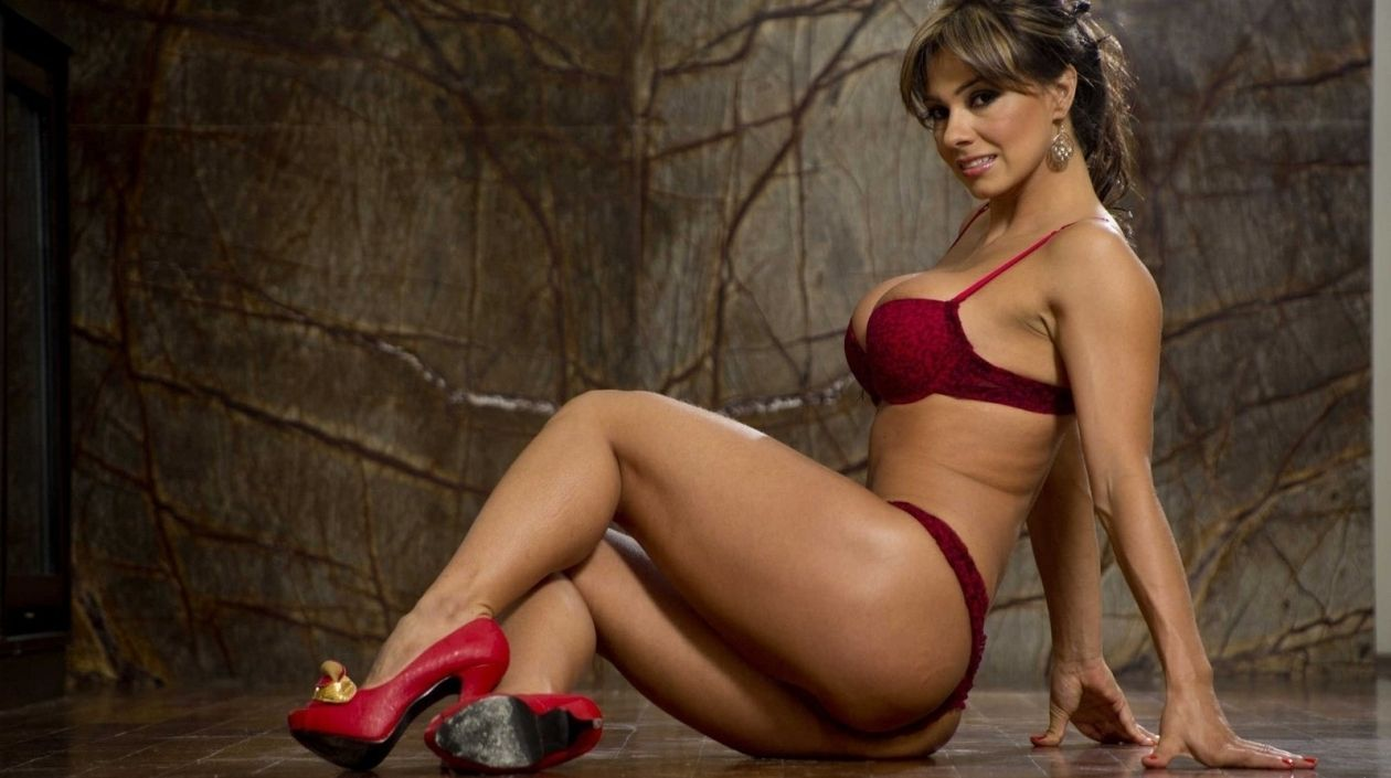 Latina milf with athletic legs