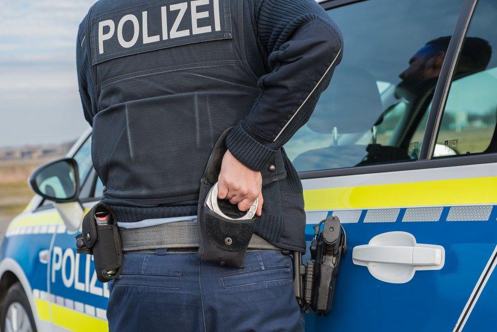 Was Darf Die Polizei Und Was Darf Ich Kontrolle Von Autofahrern
