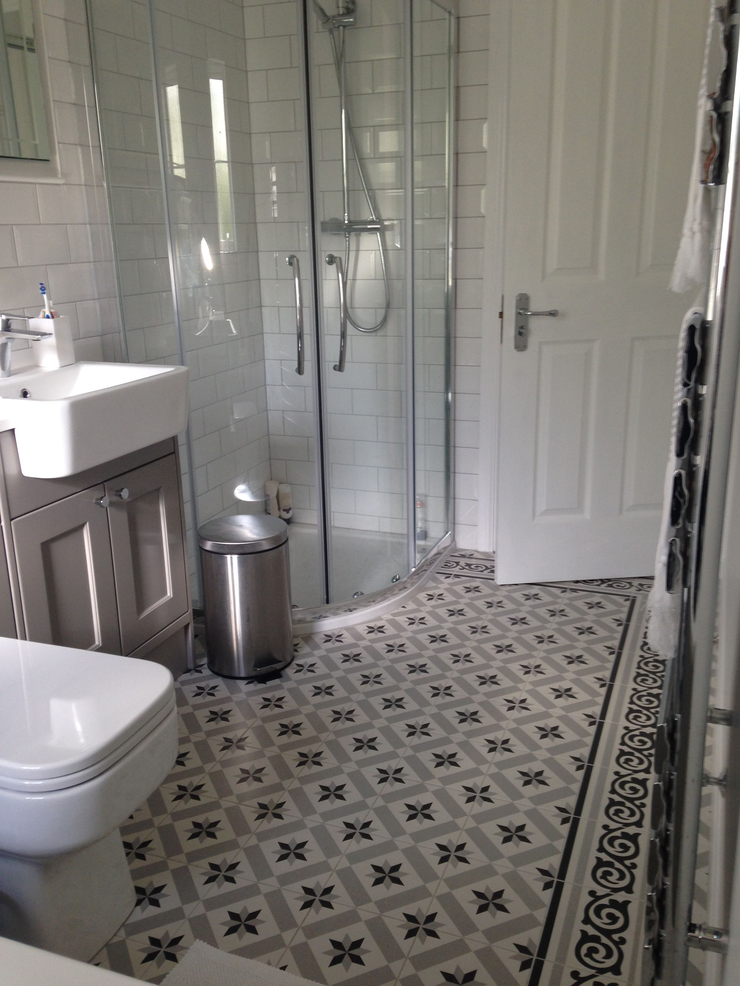 pin von amy white auf small shower room pinterest flur ideen einrichtungstipps und boden. Black Bedroom Furniture Sets. Home Design Ideas