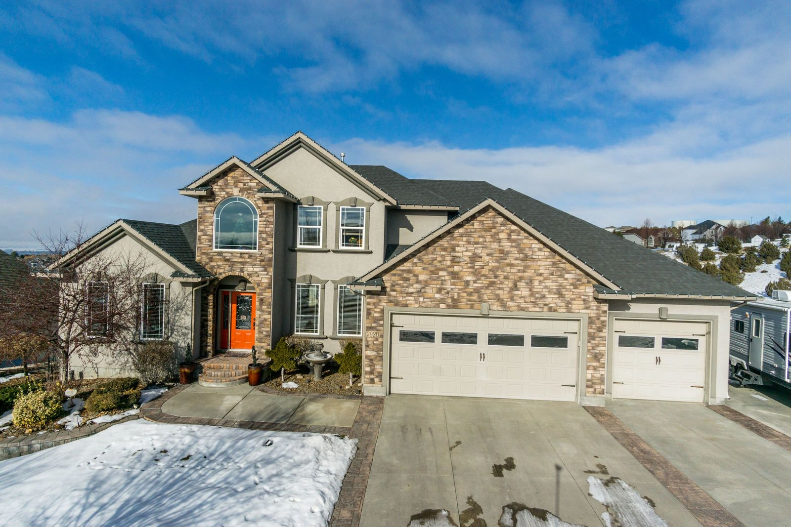 Views Views Views From This Beautiful Custom Built Highland Home With 5 Bedrooms 3 1 2 Baths 3 Car Garage Highland Homes Custom Built Cabinets House Styles