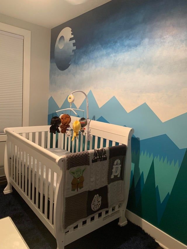 My wife let me pick the theme for the nursery : StarWars ...
