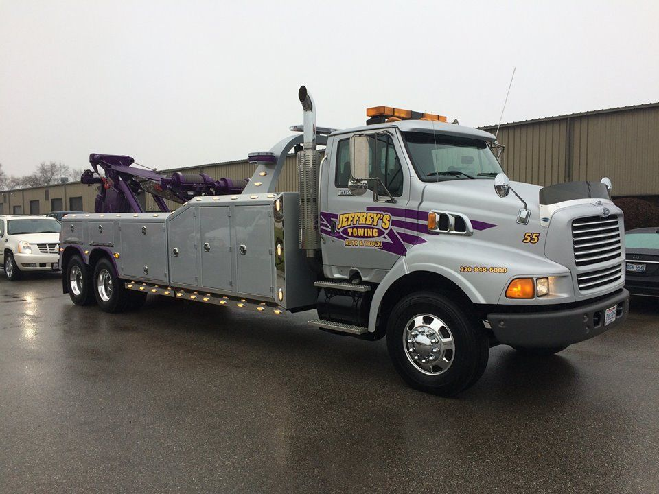 Ford Louisville Chassis Ohi 25 Ton Wrecker Jeffrey S Towing Of Akron Tow Truck Truck Mechanic Recovery Gear
