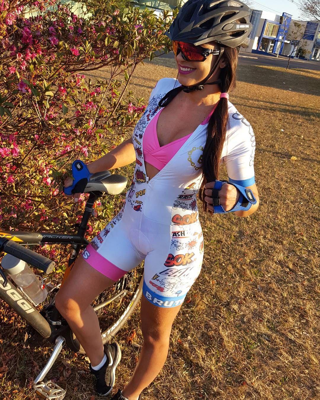 b5758df3fe Bicycle Girl, Bicycle Women, Biker Girl, Cycling Art, Cycling Girls, Road