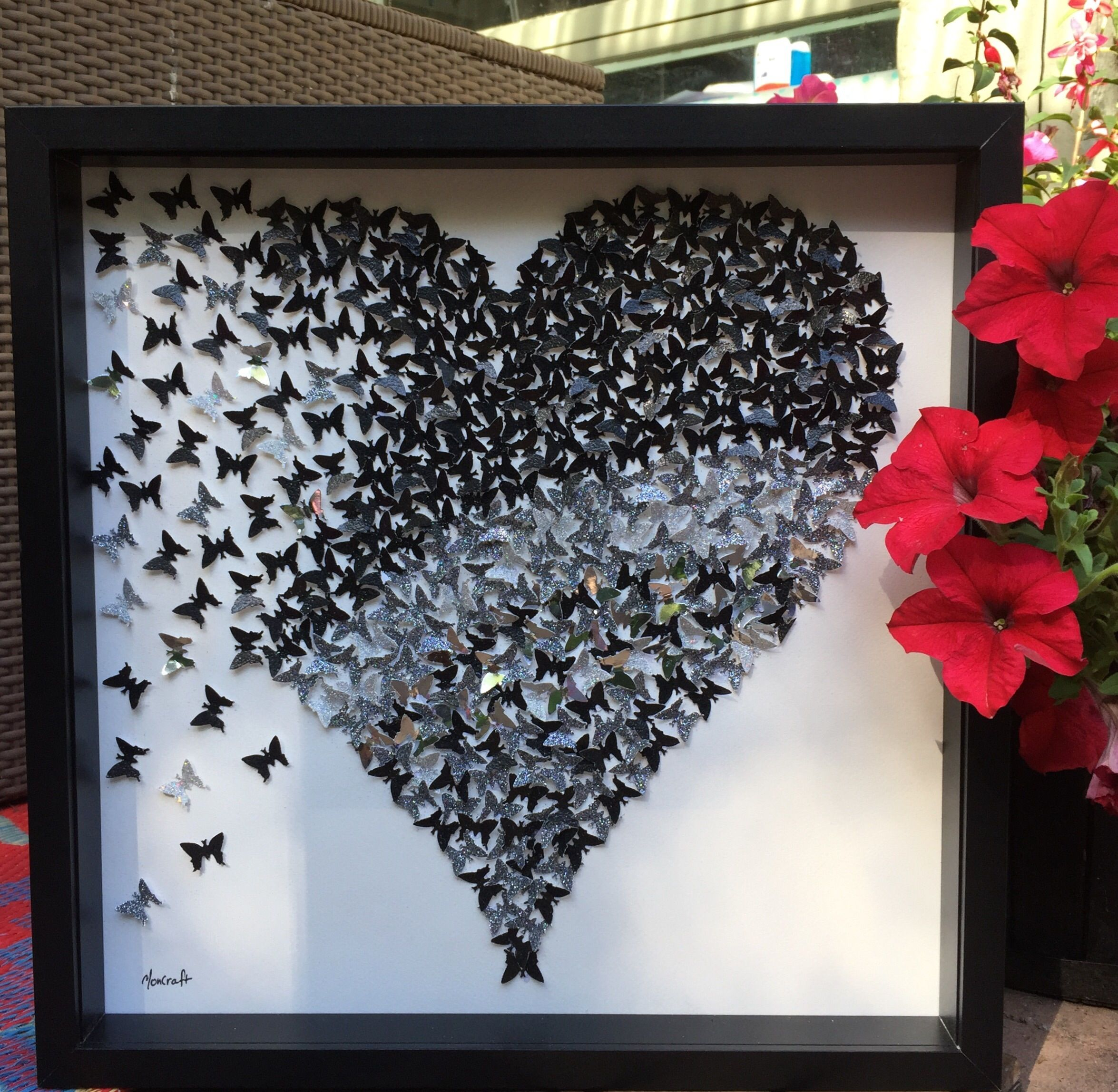 The Product 3D Sparkly BlacK Silver Heart paper heart frame Hand