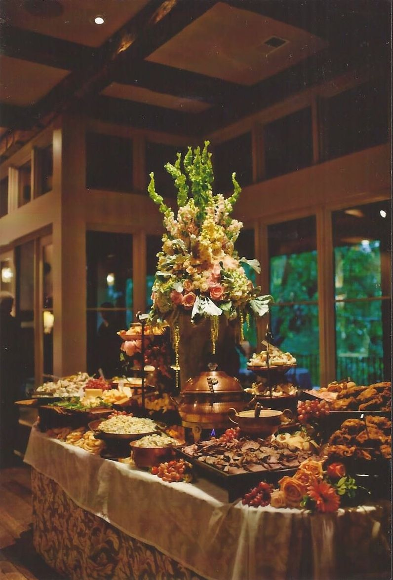 Wedding at home fooddisplay buffet tables and party for Best food for wedding reception