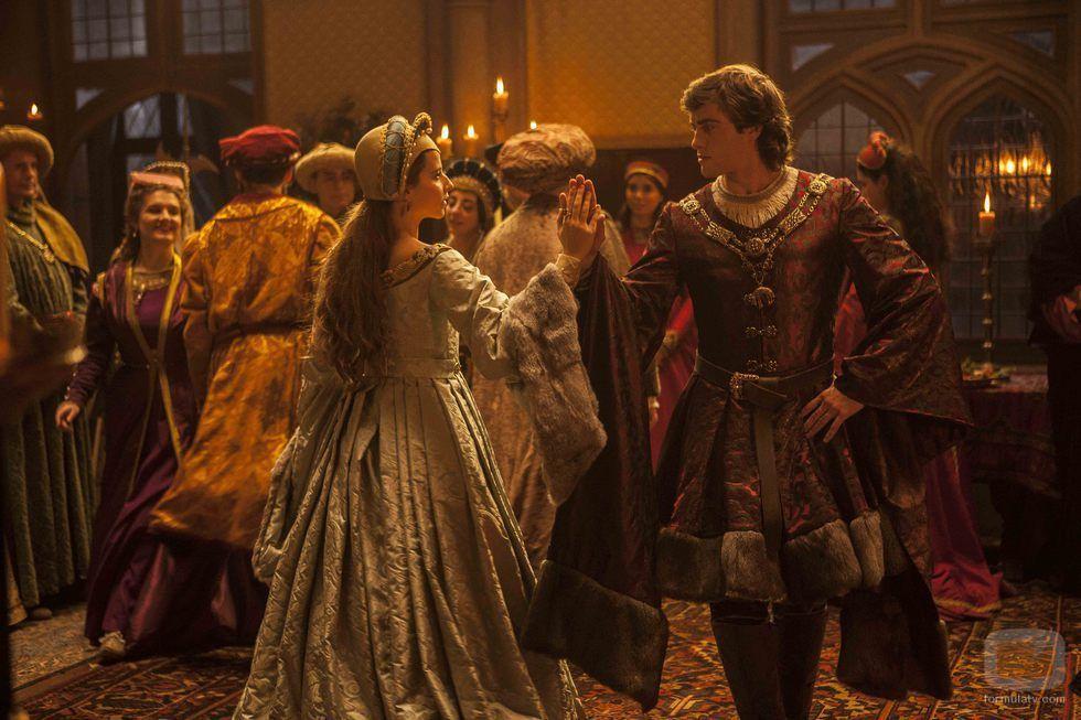 Los aristócratas protagonizan un baile de salón en 'Isabel'
