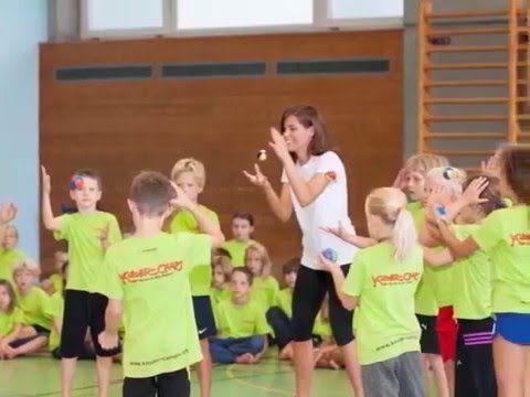 Zum Mitsingen: Andrew Bond, ein tolles Lied speziell für Kinder-Camps.ch